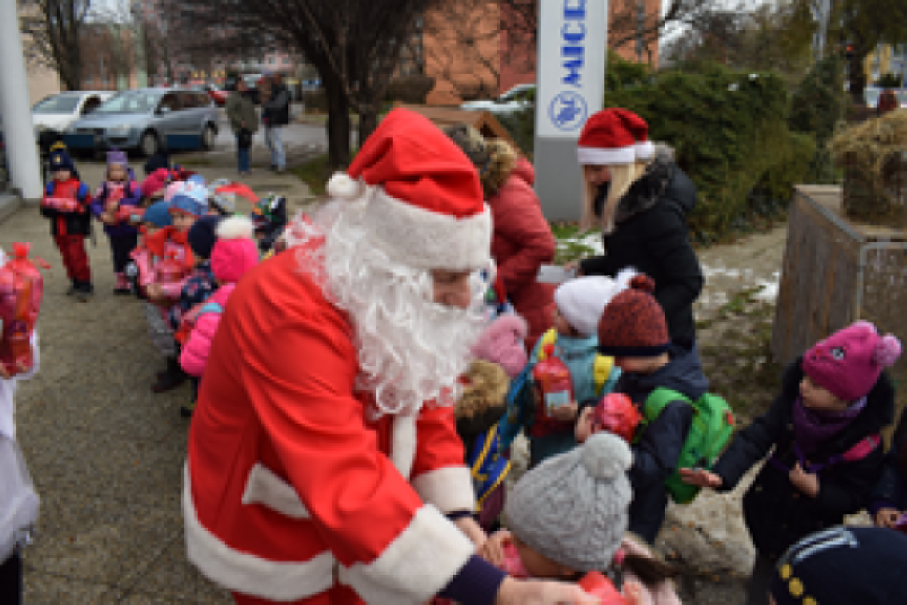 All kindergarten children welcomed by Microwell on St. Nicolaus day! | Blog - Microwell