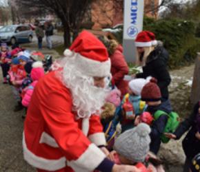 All kindergarten children welcomed by Microwell on St. Nicolaus day! | Microwell